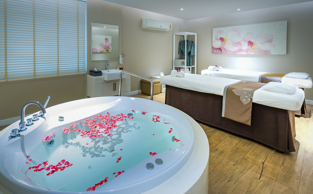 let's relax Suan Phlu spa treatment aromatherapy oil massage floral bath whirlpool