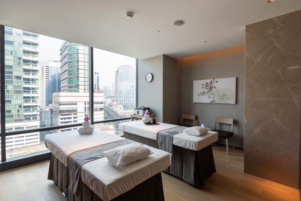 Let's Relax Spa Bangkok Carlton Hotel 4