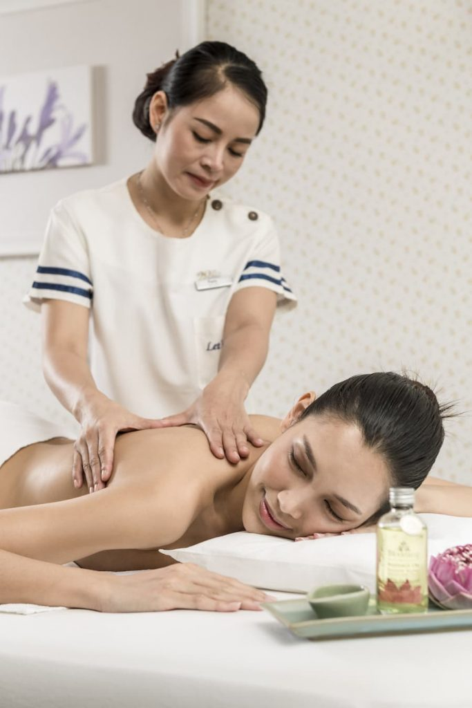 woman getting an oil massage